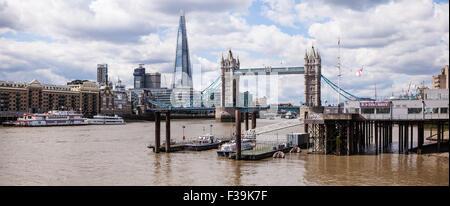 Panoramablick auf die Scherbe, die Tower Bridge und die Themse, London, England, UK - Stockfoto