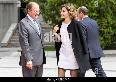 """Madrid, Spanien. 6. Oktober 2015. Königin Letizia von Spanien und Pio Garcia-Escudero besuchen den """"Luis Carandell"""" - Stockfoto"""