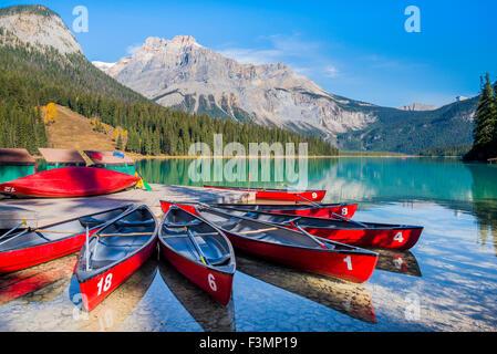 Red Kanus, Emerald Lake, Yoho National Park, British Columbia, Kanada - Stockfoto