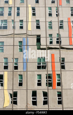 Gordon und Leslie Diamond Health Care Centre spiegelt sich in eine verglaste Fenster, Vancouver General Hospital, - Stockfoto
