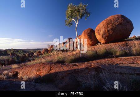 Devils Marbles Conservation Reserve (1802 ha) liegt 9 km südlich von Wauchope im Northern Territory, Australien. - Stockfoto