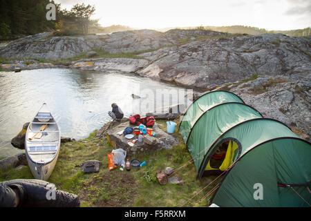 Schweden, Westküste, Bohuslan, Flato, Zelt am felsigen Ufer - Stockfoto