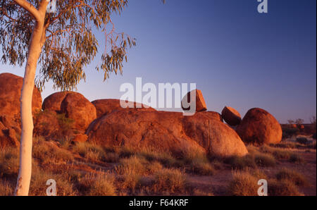 Devils Marbles Conservation Reserve (1802 ha) liegt 9 km südlich von Wauchope im Northern Territory, Australien - Stockfoto