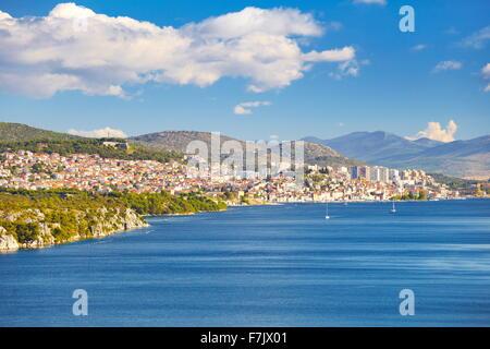 Sibenik, direkt am Meer Stadt, Kroatien - Stockfoto
