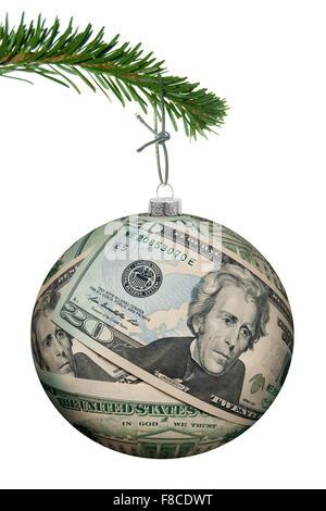 Weihnachtskugel gemacht von Dollar-Banknoten, die an einem Baum hängen - Stockfoto