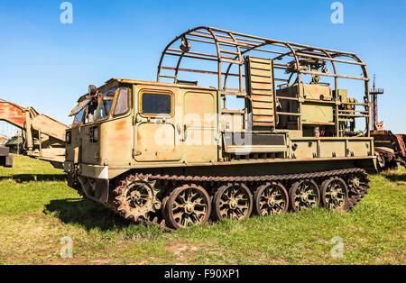 Crawler-Transporter LKW im technischen Museum in Togliatti, Russland - Stockfoto