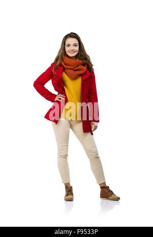 Schöne Mädchen im Herbst Kleidung posiert im Studio, isoliert auf weißem Hintergrund - Stockfoto