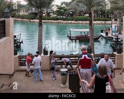 Madinat Jumeirah das arabische Resort & Souk - Dubai, A einzigartige Shopping, Dining und Entertainment Destination - Stockfoto