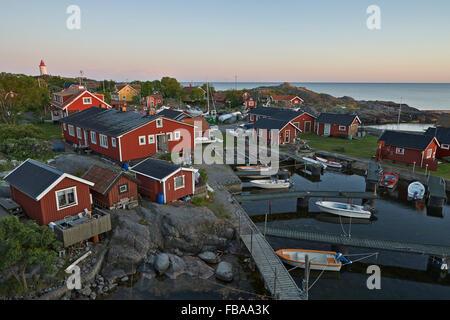 Schweden, Stockholm Archipel, Sodermanland, Landsort, Oja, Dorf bei Sonnenuntergang - Stockfoto