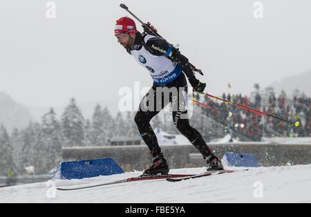 Ruhpolding, Deutschland. 13. Januar 2016. Schweizer Biathletin Serafin Wiestner in Aktion während der Mens 20km - Stockfoto