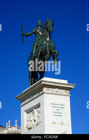 Plaza de Oriente Madrid Spanien ES Brunnen Statue Philipp IV. - Stockfoto