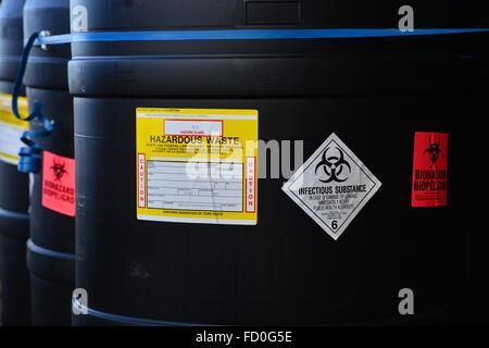 Gefährliche Abfälle Fässer - Stockfoto