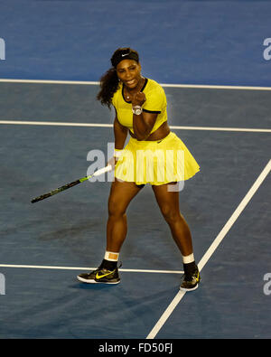 Melbourne, Australien. 28. Januar 2016. Serena Williams (USA) in Aktion gegen Agnleszka Radwanska (POL), während - Stockfoto