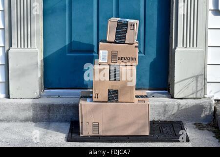 Amazon geliefert zu einem Haus. - Stockfoto