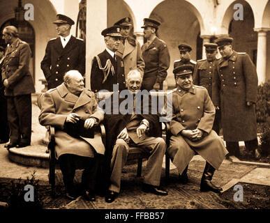 Konferenz der großen drei in Jalta leistet endgültige Pläne für die Niederlage von Deutschland.  Hier sitzen die - Stockfoto