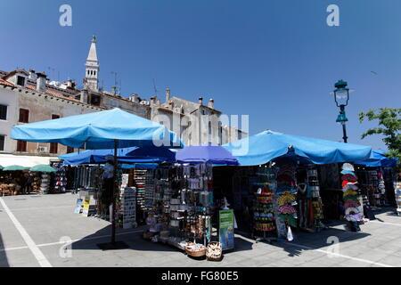 Geographie/Reisen, Kroatien, Istrien, Rovinj, Souvenirstände auf dem Markt, Additional-Rights - Clearance-Info  - Stockfoto