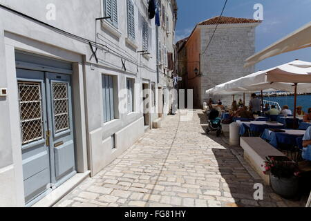 Geographie/Reisen, Kroatien, Istrien, Rovinj, Gasse mit Street Cafe, Additional-Rights - Clearance-Info - Not-Available - Stockfoto