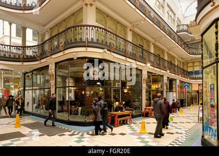 Manchester, UK - 17. Februar 2016: PKB-Coffee-Shop in The Barton Arcade, Manchester - Stockfoto