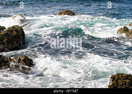 Herrliche Sicht auf den Wellen des Meeres - Stockfoto