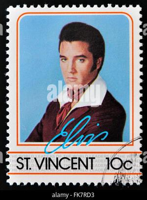 ST. VINCENT - ca. 1985: Eine Briefmarke gedruckt in St. Vincent, zeigt Elvis Presley, ca. 1985. - Stockfoto