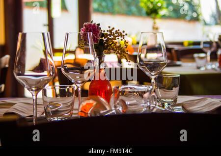 Tisch im italienischen restaurant - Stockfoto