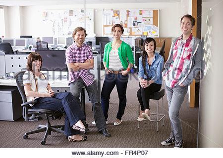 Porträt von trendigen, kreativen Team im Büro - Stockfoto