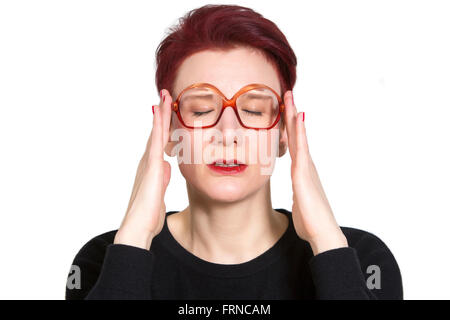 Portrait von rothaarige Frau mit großen Gläsern mit Kopfschmerzen - Stockfoto