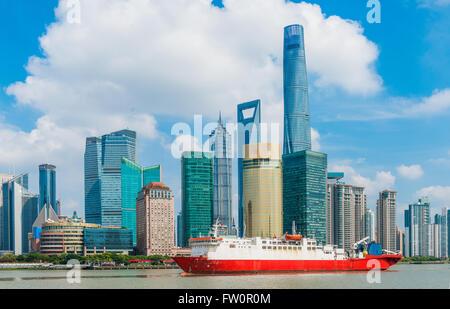 Skyline-Blick vom Bund Uferpromenade am Pudong New Area - Geschäftsviertel von Shanghai. Shanghai in den dynamischsten - Stockfoto
