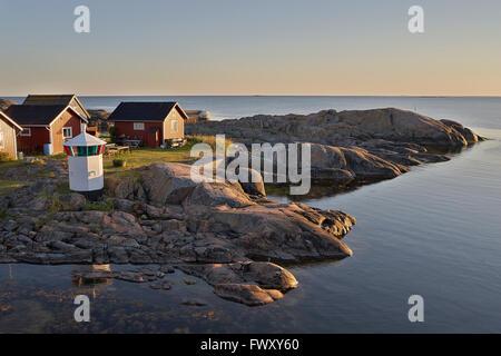 Schweden, Sodermanland, Stockholmer Schären, Oja, kleinen Häusern von Küste - Stockfoto