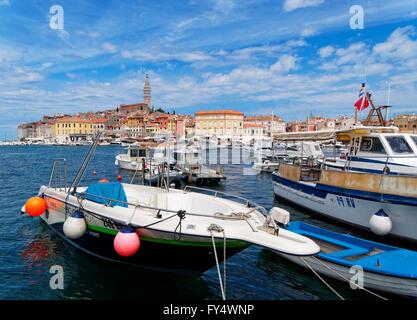 Stadt Rovinj Kroatien Istrien Port Motorboot - Stockfoto
