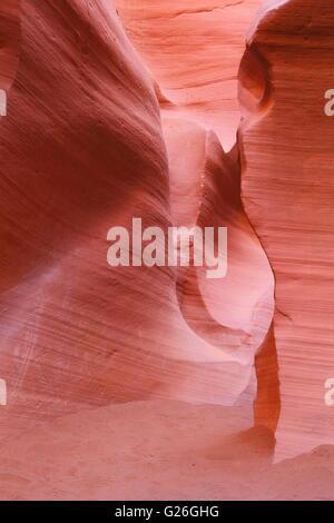Abstrakte Sandsteinmauern - roten alten bunten Sandstein Höhlenwänden - Stockfoto