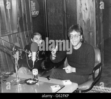 Musik - Sterne ehemaligen Beatles John Lennon im Interview mit DJ Andy Peebles - New York - Stockfoto