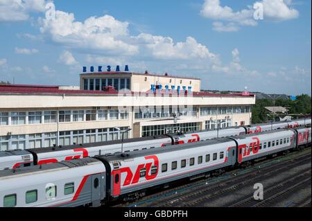 Buzuluk, Russland - 22. Juni 2016. Sehen Sie auf einen Buzuluk Bahnhof - wichtige Bahn-Terminal in Russland - Stockfoto
