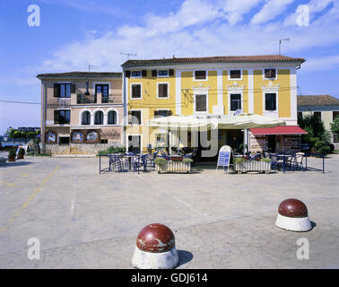 Geographie / Reisen, Kroatien, Novigrad, Gastronomie, Restaurant am Hafen, - Stockfoto