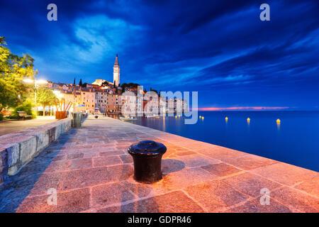 Rovinj in Kroatien bei Nacht - Stockfoto