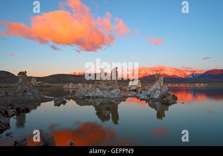 Geographie / Reisen, USA, California, Sand Tuffstein, Marine Beach, Mono Lake, östliche Sierra, Sonnenaufgang, - Stockfoto