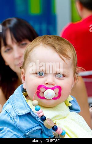 Mutter mit Kleinkind - Stockfoto