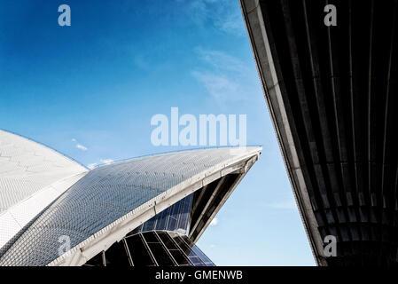 berühmte Sydney Wahrzeichen Opernhaus Blick in Australien an sonnigen Tag - Stockfoto