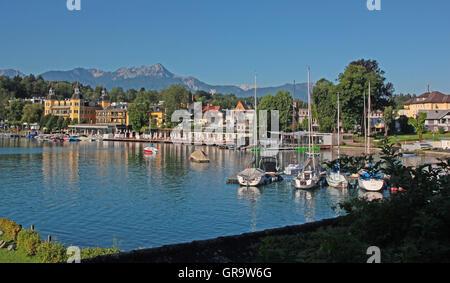 Bucht von Velden Am Wörthersee In Kärnten am Morgen - Stockfoto