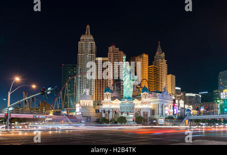 New York New York Hotel und Casino in der Nacht, Las Vegas, Nevada, USA - Stockfoto