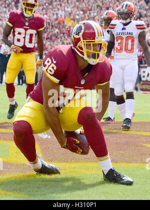 Landover, Maryland, USA. 2. Oktober 2016. Washington Redskins-Tight-End Jordan Reed (86) feiert seinen ersten Touchdown - Stockfoto