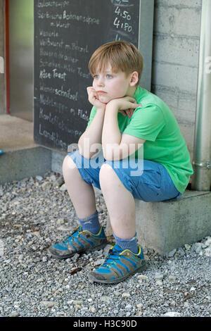 Junge, nachdenklich, See Staufen, Guetle, Dornbirn, Vorarlberg, Österreich - Stockfoto