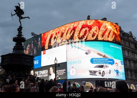 London, UK. 8. Oktober 2016.  Land Securities, Besitzer des Standortes Piccadilly Circus seit den siebziger Jahren - Stockfoto