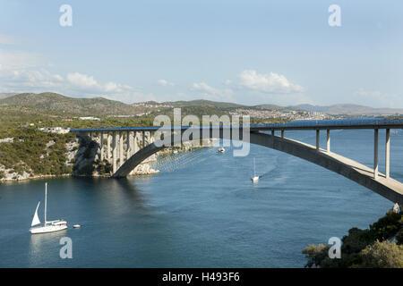 Kroatien, Dalmatien, Sibenik, Brücke über den Fluss Krka, - Stockfoto