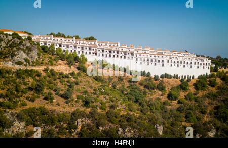 Casares, Provinz Malaga, Andalusien, Südspanien.  Apartment-Komplex. - Stockfoto