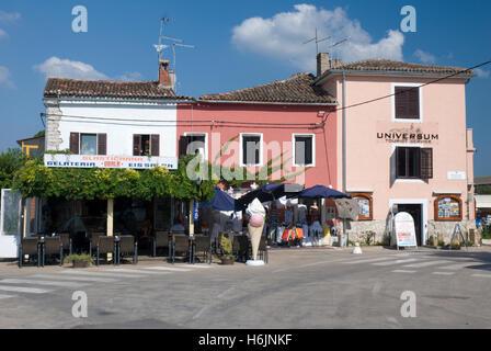 Restaurant und Eis Salon im Hafen, Novigrad, Istrien, Kroatien, Europa - Stockfoto