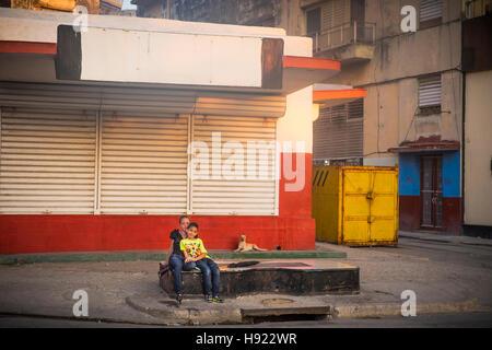 Havanna, Kuba: Straßenszene entlang dem Prado in Alt-Havanna - Stockfoto