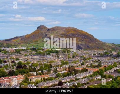 Großbritannien, Schottland, Edinburgh, Blick vom Blackford Hügel in Richtung Holyrood Park. - Stockfoto