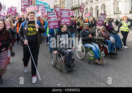 London, UK. 19. November 2016. Tausende von Studenten und Akademikern nehmen Teil an der nationalen Demonstration - Stockfoto