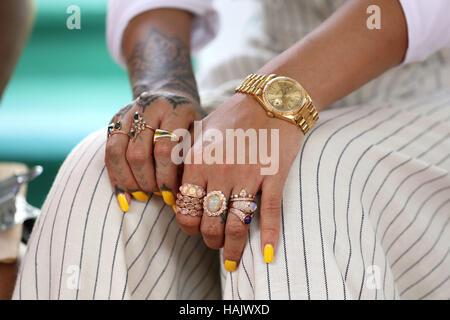 """Eine Nahaufnahme von Rihannas Hand nach, die ihre Blutprobe für live HIV-Test, bei der """"Mann bewusst"""" Veranstaltung - Stockfoto"""
